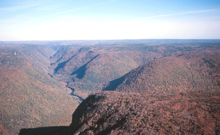 tl_files/sites/ees/Images/info/cb-cheticamp_river_gorge-s.jpg